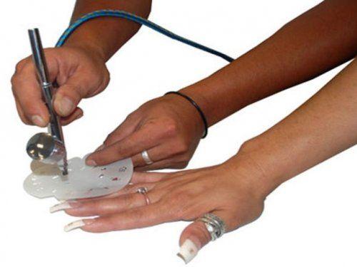 Фантастичний дизайн нігтів за допомогою аерографії