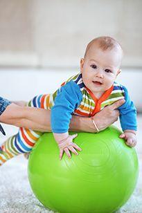 Заняття з немовлям на м`ячі