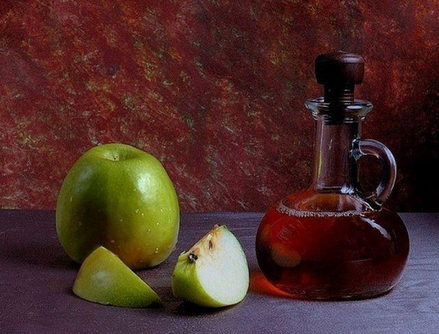 Яблучний оцет від варикозу на ногах - рецепти, відгуки, користь