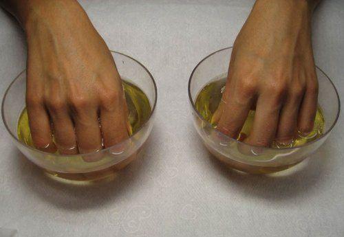 Зміцнююча маска з йодом зволожує, і живить нігті і шкіру рук