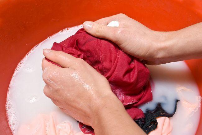 Як відіпрати масну пляму і розлучення на одязі