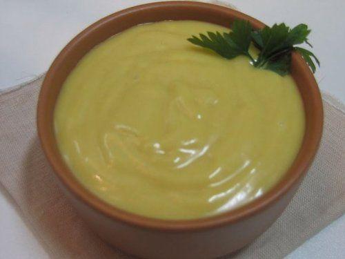 На основі ефірних масел можна приготувати не тільки компреси і сироватки, а й безліч масок