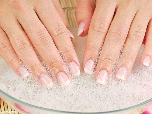 Винничук не тільки зміцнять нігті, але і продовжать красу і молодість шкіри рук