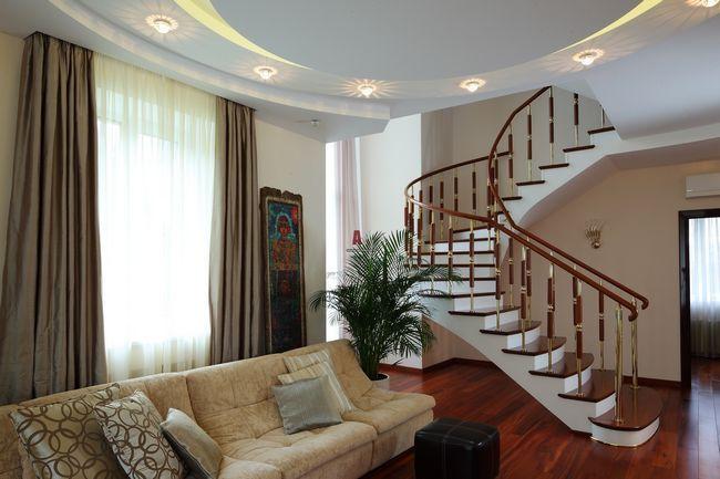 Сходи в приватному будинку на другий поверх: фото, види, матеріали