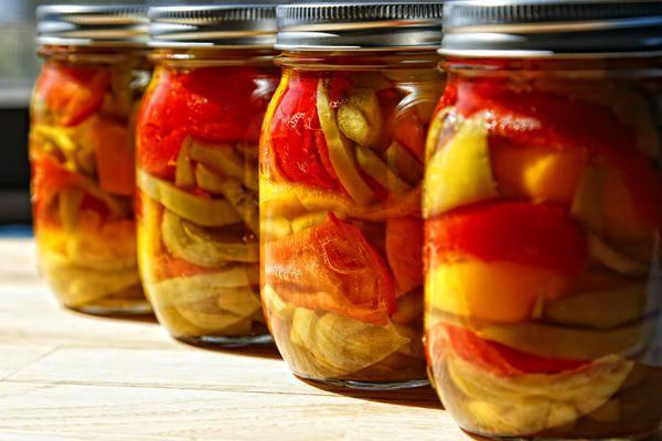 Мариновані помідори з перцем болгарським на зиму: прості рецепти