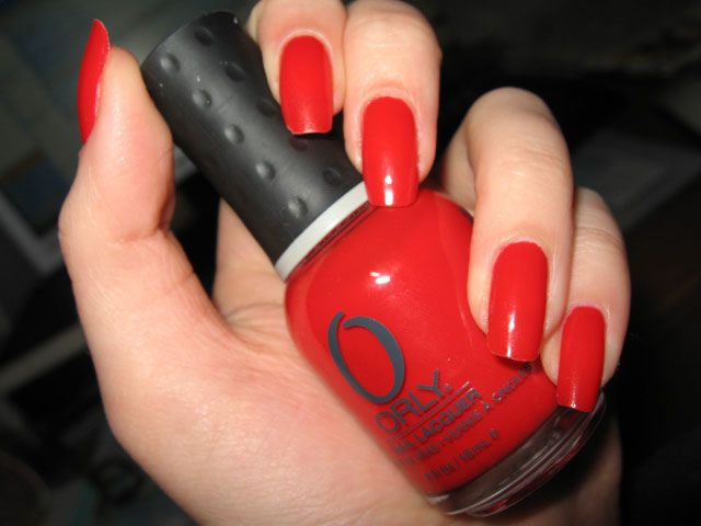 Модний червоний манікюр з дизайном - покрокова інструкція, фото