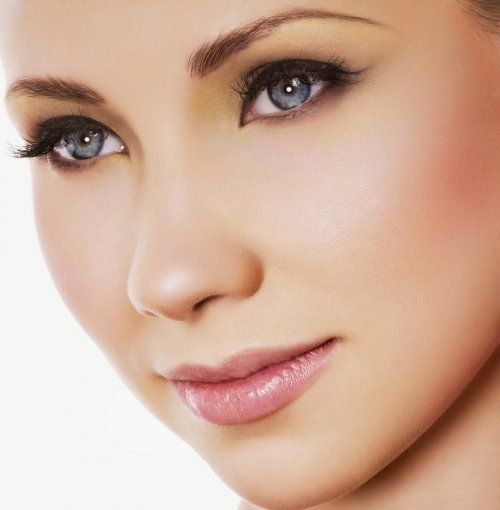 Особливості стильного макіяжу для сірих очей