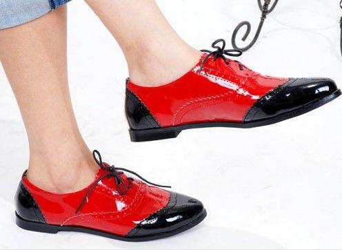 З чим носити жіночі лакові черевики: фото модних образів