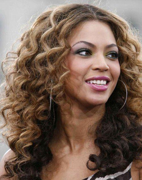 Стрижка драбинка - універсальна жіноча зачіска