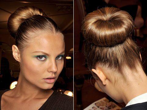 Укладання пучок з волосся - стильна, різноманітна і незмінно жіночна!