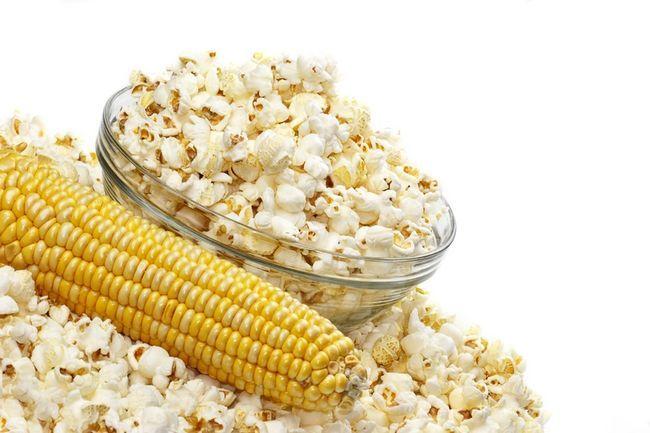 Смачна кукурудза в мікрохвильовці. Рецепт з пакетом і водою